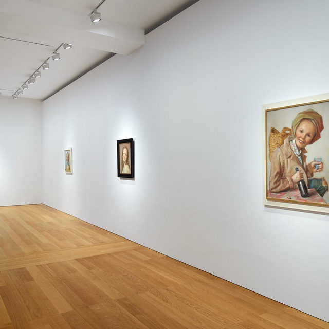 """#JohnCurrin: An exhibition of new portraits by John Currin is now open at Gagosian, Hong Kong!  Conflating inspirative sources of high and low culture, from old masters to soft-porn pinups, Currin channels his prodigious painterly skills into idealized yet perverse images that both charm and challenge. In these new portraits, the artist returns to his most beloved subject: women. These latest paintings demonstrate some persistent themes in Currin's oeuvre, as well as a deep exploration of the genre of female portraiture. This is his first solo exhibition in Hong Kong. Learn more via the link in our bio.  __________ #Gagosian  Installation views, """"John Currin,"""" Gagosian, Hong Kong, November 26, 2019–February 29, 2020. Artwork © John Currin"""
