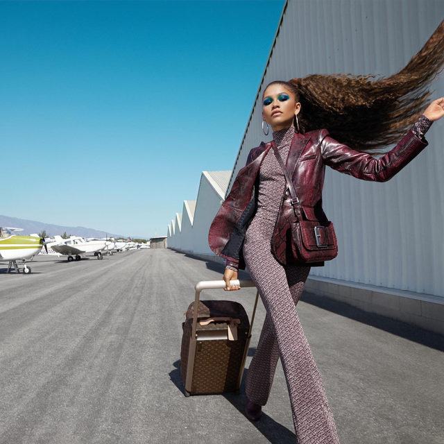 Me walking off the plane and straight to the dinner table ✈️✨ #happythanksgiving! While the turkey's cooling, hit the link in bio for more photos and the full cover story with @zendaya from our Out of Office issue. – #photography: @miguelreveriego #hair by @larryjarahsims #makeup by @officialsheiks #stylist @luxurylaw #nails by @nettienailsit #production by @jnproductionglobal  cover story by @jess_chia