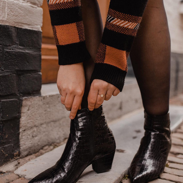 Falling head over heels 👢 Photo by @sarahwitpeerd (link in profile to shop)