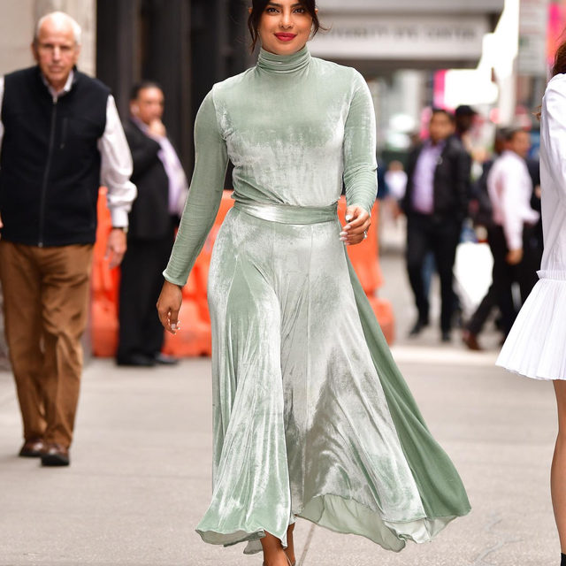 Take it from @priyankachopra, monochrome—wearing one color from head to toe—is having a moment right now. Link in bio for more on this perfect trend for the holiday season.