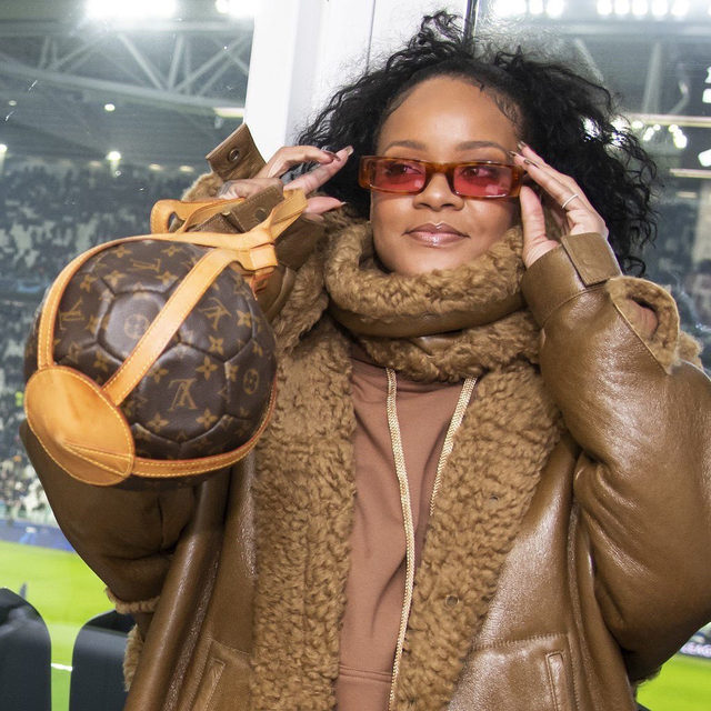 Sports, but make it fashion ⚽️ Link in bio for all the details on this epic Rihanna look.