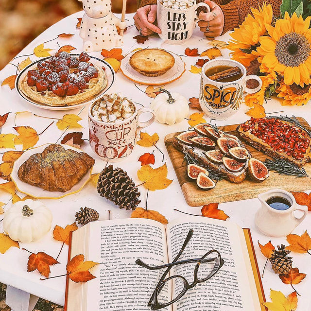 An autumnal feast 🍁 Photo by @heythereney (link in profile to shop)
