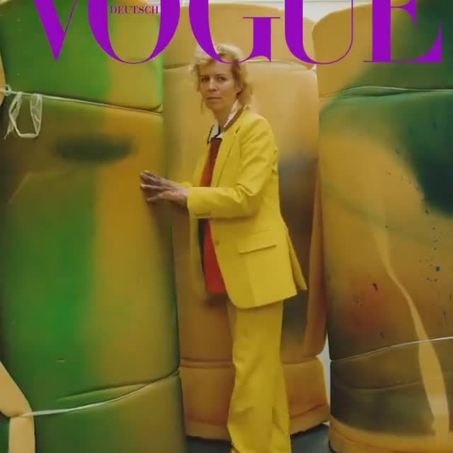 Katharina Grosse has curated Vogue Germany's 2020 January issue, along with Annika Reich, Monika Rinck and 36 other women—of different origins, backgrounds, and ages.  For three days, the 39 women met in Berlin to rethink their visions, thoughts and relationships and to show how powerful solidarity and the courage to experiment are. The group found images depicting forms of community, in which all those present belong to it and in which none are alike but everybody is equal.  Congratulations to editor-in-chief Christiane Arp and managing editor Susanne Niessen for this bold stunning collaboration! Follow the link in our bio to read Vogue's interview with Grosse and Reich, where they discuss the January 2020 issue. __________ #KatharinaGrosse #Vogue #VogueGermany #Gagosian @voguegermany @voguemagazine #Repost: @katharina_grosse. Digital cover of Vogue Germany, January 2020 issue