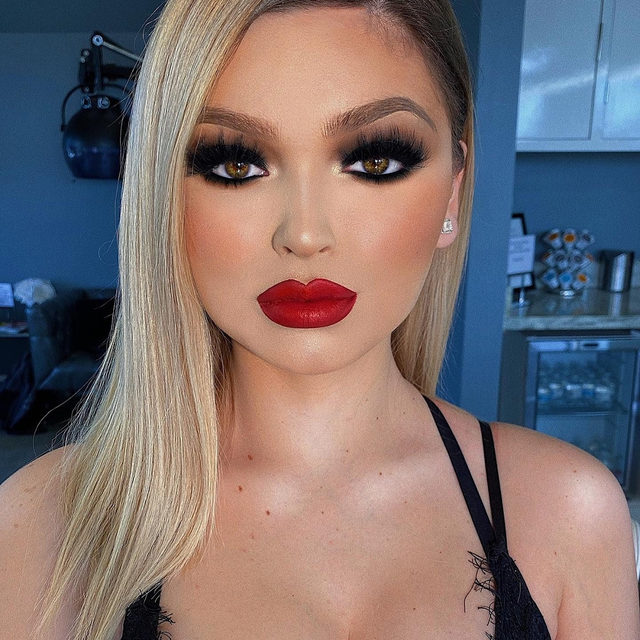 What a smoke show 😍❤️  @kvn.luong glammed this gorgeous doll up with a classic smokey eye and ruby red lips. Paired perfectly with our SHE-E-O lashes from our Fluff'n Glam collection, we're OBSESSED! 🤩  PSA: 12 Days of Velour is just around the corner, turn on your notification bell the be one of the first to snag these amazing deals! 🔔  Can you guess what our first deal will be? 🤔  #VelourLashes #VelourBeauty #12DaysOfVelour #LiveInLashes