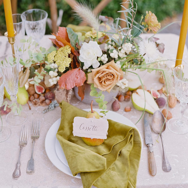 Swooning over this GORGEOUS styled shoot from @michelebeckwith and @seascapeflowers 🧶🍂🍁🌿 With our #washingtonlinen in Champagne and our #velvetlinen napkins in Curry 📷 @michelebeckwith #latavolalinen #transformyourtable #fallfeels #colorfulleaves #fallwedding #fallcolors #tablescape #fruitonthetable #velvet #velvetnapkins #carmelbythesea #bayarea #bayareawedding #carmelwedding