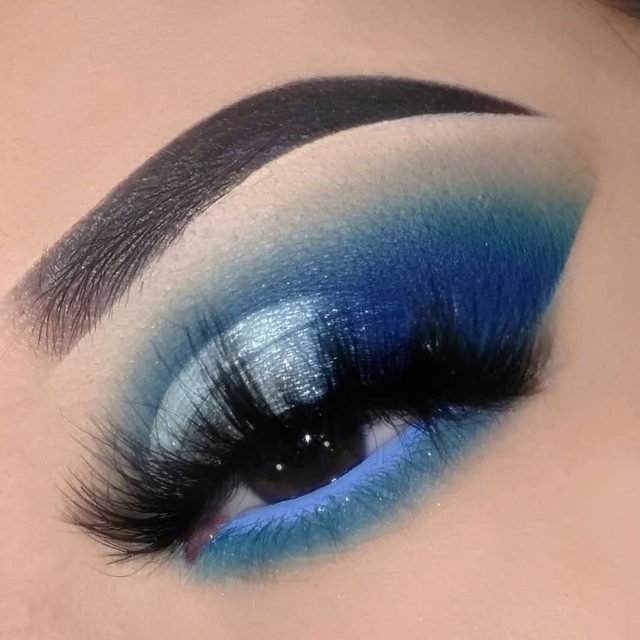 What traditions have you broken this year?  ✨ @enchantingbeautymua is #BreakingTraditions with us this year with this gorgeous blue cut crease. She paired this look up with our Fluff'n Glam lashes in the style SHE-E-O ✨  🚨 Have you shopped our 12 Days of Velour yet? Use the code 3FORME to receive an additional 3 FREE lashes when you buy 3 lashes! You can always keep these lashes for yourself, or give them away for gifts, we won't tell🚨  Hurry because this offer ends December 11th at 11:59 AM EST 🤗  #VelourLashes #LiveInLashes #VelourBeauty #12DaysOfVelour 