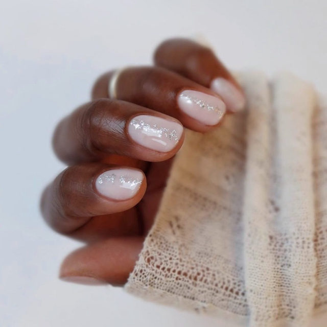 May your nails be shiny and bright ✨. Link in bio for holiday nail ideas you'll actually want to wear—we promise, no cheesy Santas here. 📸: @mytownhouseuk