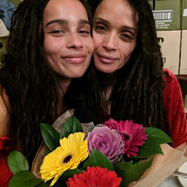 Not just a Lisa Bonet/Zoe Kravitz appreciation post (although they are flawless) 💐 Spread the love this holiday season with thoughtful gift ideas your mom is guaranteed to ❤️, link in bio.