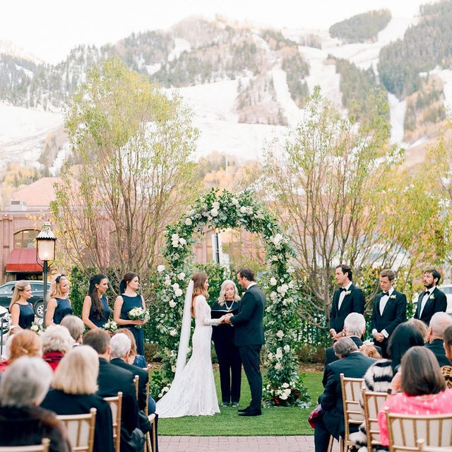 If this couple can plan this chic mountain wedding in 5 months, anything is possible! 💫💫 Head to the #linkinbio for a closeup on the bride's to-die-for wedding dress, her bridesmaids' looks that are perfect for winter weddings and all the other stylish details at this party in Aspen! 💖 #WeddingOfTheDay | 📸: @rachelhavel 📋: @bubblesandbowtiesaspen 💐: @aspenbranch