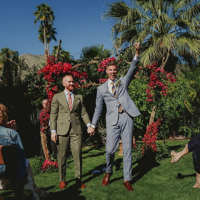 """This isn't your traditional wedding—and that's exactly why we love it. ❤️ For starters, this couple said """"I do"""" at 9 AM (their favorite time of day 🌞), then they had a reception brunch 🥂 followed by a daytime after-party that had synchronized swimmers, DIY details and more. 🌴 Head to the #linkinbio for this #WeddingOfTheDay! 