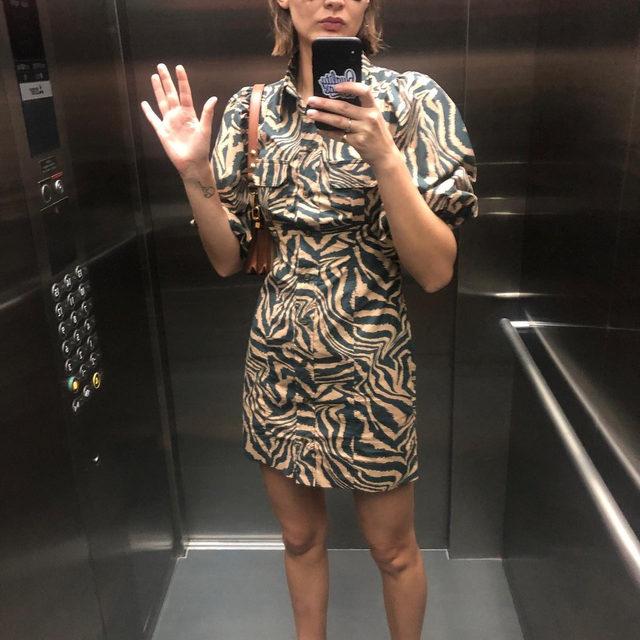 👋 @victoriasekrier in our tiger printed cotton poplin dress #GANNIGirls