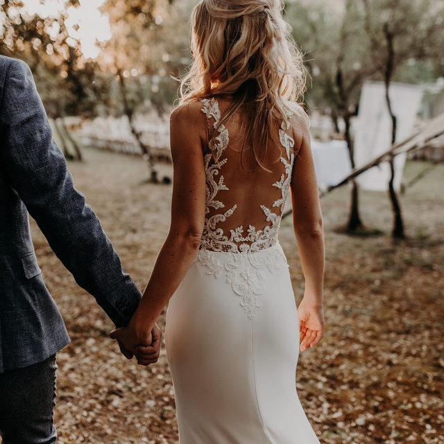 Vanessa found her dream gown at the London flagship: it was the beautiful Erandi dress. #PronoviasBrides Book your appointment now and find the perfect gown!