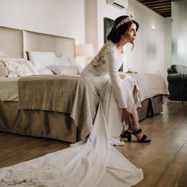 """""""The customized Enol dress was the perfect choice: I had the chance to add sleeves and shoulder pads!"""" - Raquel #PronoviasBrides Book your appointment and find your dream dress!"""