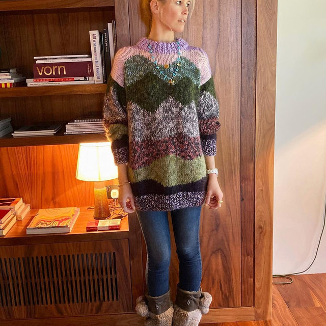 @claudiaschiffer in our Clarity knit 💜 Created in partnership with knit designer @lauradalgaardlaura #BaumFamily #BaumundPferdgarten