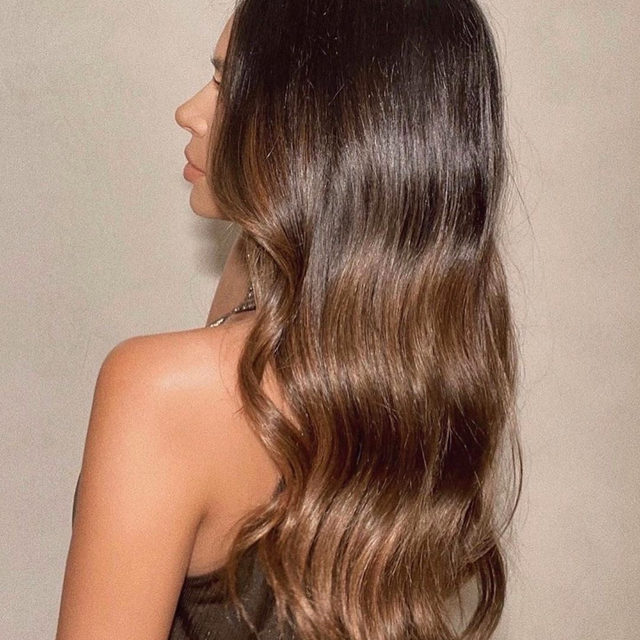 """OUAI into these classic waves 😍  @amandaleehair finished off this look on @marianna_hewitt with @theouai's Hair & Body Shine Mist ✨ apply by spraying 6"""" away from mid-length to ends to get a polished shine - link in bio to shop"""