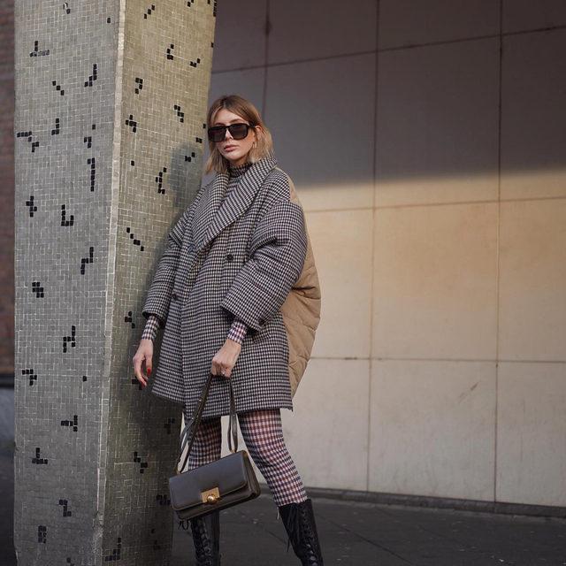 @torinasir in our Diri puffer coat and Jazzlyn mesh leggings #BaumFamily .  #BaumundPferdgarten