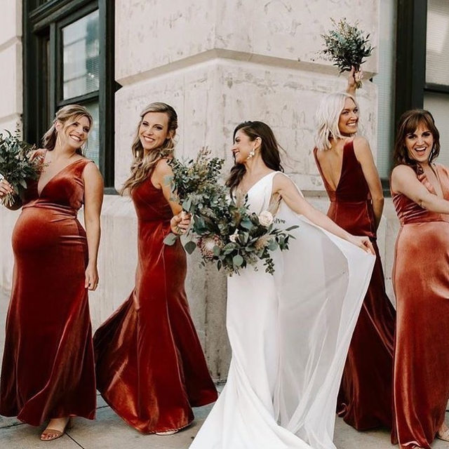 Velvet is the new black this season. 💃🏻 And lucky for everyone, we've rounded up some that are under $100! Head to the #linkinbio for the most stylish (and affordable) bridesmaid dresses of right now. | 📷: @era26_photography