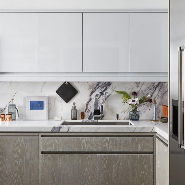 Holy kitchen transformation 🙏 By @diegoalejandrodesign for Jose Bandujo who, as a home chef, wanted a functional space but with a luxurious flair 👉 link in bio for details on the reno 📸 by @gievesanderson ✍️by @my_shokoko
