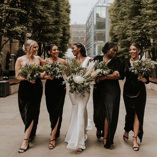 Merry Christmas! Sisterhood is the true gift this season. 💕 Head to the #linkinbio for the 11 things your best friends will love about being a bridesmaid! | 📸: @natalyjphotography 💐: @bloomantic_