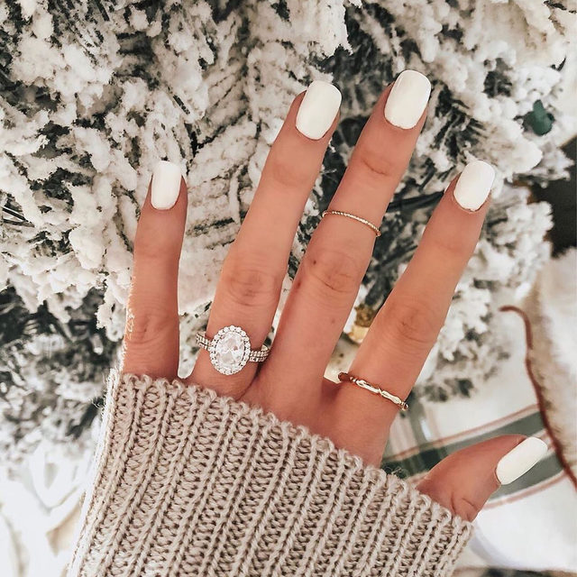 If Santa brought you a 💍 this year, head to the #linkinbio. 👰🏻 #MerryChristmas | #regram: @catherine.grey
