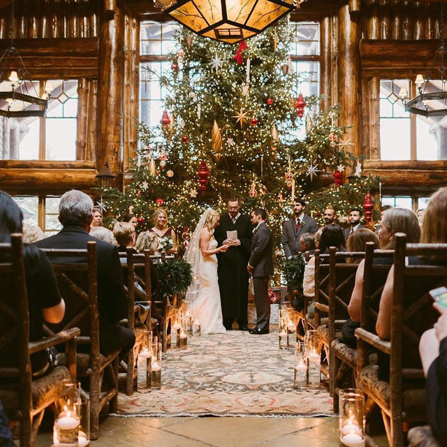 Merry Christmas!🎄There's nothing better than having someone to share it with. ✨❤️✨ Head to the #linkinbio for the 7 other things you'll love about being married! | 📸: @mountainairegatherings 📋: @placidplanner 💐: @blacksheepgardensfloral