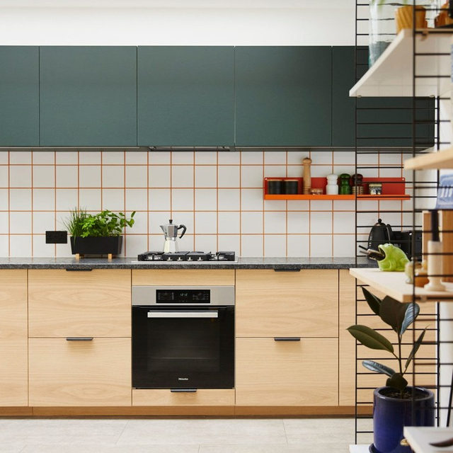 """In their London home, Fiona and Tom Ginnett hacked the design-forward backsplash for next to nothing, with tiles and plain tile grout mixed with orange dye. """"We actually got the tiles for free at a local recycling site, and the grout and dye came to £25 total. A little bit of colored grout goes a long way,"""" says Fi. See more of this crafty kitchen reno 👉 link in bio 📸 by @sarahibbert ✍️ by @nicolenajafi"""