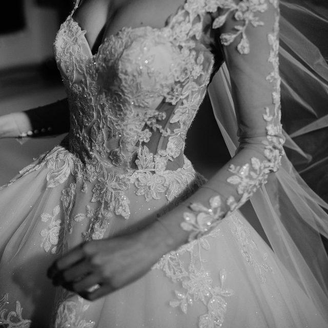Endless love for the Catherine dress. #Pronovias2020 More about Pronovias Privée on stories 🖤