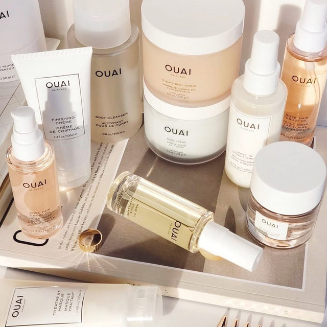 OUAI into this lineup 👀 our fave for this cold weather? the Scalp & Body Scrub is full of good-for-you ingredients, including probiotics, coconut oil and sugar to keep your skin looking + feeling its best - link in bio to shop WHAT ARE THE BENEFITS? 💊 Probiotic blend - Supports your scalp and skins microbiome's natural defenses 🥥 Coconut Oil - Nourishes and moisturizes the skin, scalp and hair ✨ Sugar - It helps unclog pores, gently exfoliates and conditions while increasing micro-circulation <rg: @beautiliciousc>