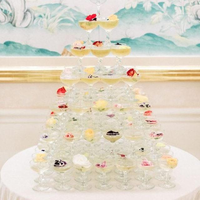Let the countdown begin! 🥂Planning & Design @callistaandco Florals @emblemflowers 📷 @kristinaadamsphoto #latavolalinen #transformyourtable #happynewyear #nye #champagne #champagnetower #champagneandflowers #velvet #champagnetable #beverlyhills #losangeles