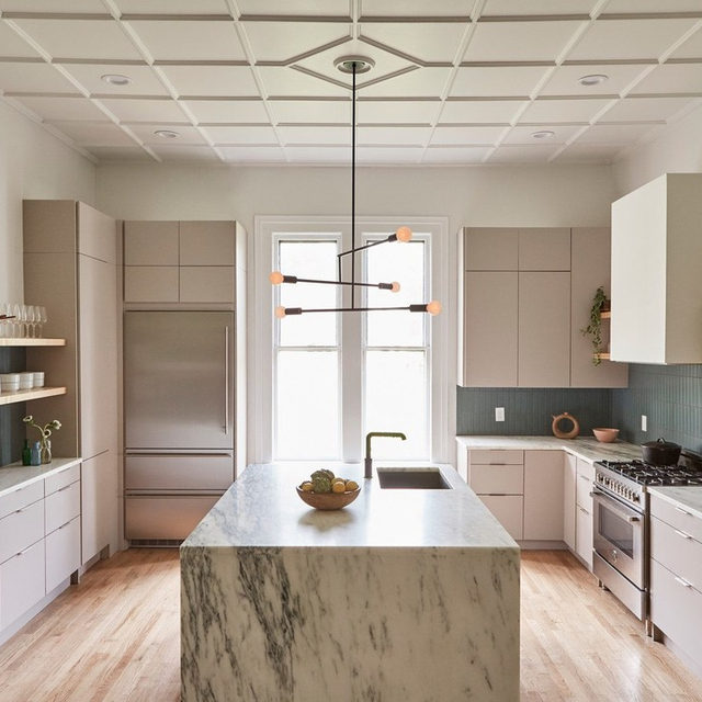 """To save money on their kitchen renovation, homeowners Nick Spain (@helloarthurs) and Michael Bolognino did the entire demo themselves. """"I'd give serious thought before signing up to do that again,"""" admits Nick of ripping up the linoleum floors. Get the details of their gorgeous kitchen in @thefilomena 👉link in bio 📸 by @zioandsons ✍️ by @morganhannahg ; design by @helloarthurs"""