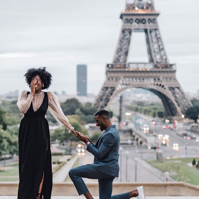 The most romantic way to ring in 2020. 🥰 Head to the #linkinbio for the first thing you should do after you get that 💍! | #regram: @ohsoperfectproposal 📸: @rachael_laporte for @flytographer