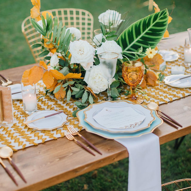 Just admiring this GORGEROUS #tablescape by @lovelyfest and @idlewildfloral with our #weslinen in Curry🧡 Photo @johnrobertwoods #latavolalinen #transformyourtable #tablerunner #catalinaisland #catalinawedding #tropicalwedding #woodtable #farmtable #gold #goldandgreen #weddinginspo #dreamwedding #californiabride #planningawedding #gettingmarried
