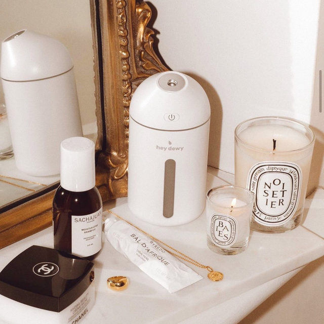 Q: how can I help restore my skin's moisture during this dry, cold weather? A: the @heydewy Portable Facial Humidifier is perfect for on the go, at work or at home! 💦 this petite humidifier allows you to hydrate your skin with micro-splashes of cool water aerosols for incredible results - link in bio to preorder <rg: @laura.craffey>