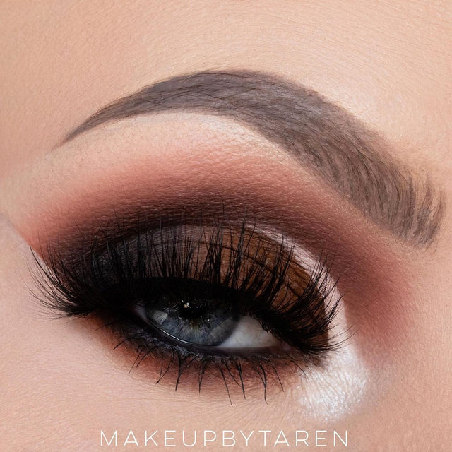Would you rock this smokey cut crease for your next glam night out? Leave a 🌟 emoji down below! ✨ @makeupbytaren killed this look with precision - she's wearing the lash style Dark Side ✨  Tap to get the look today!  #VelourBeauty #VelourLashes #LiveInLashes #BeautyBoard