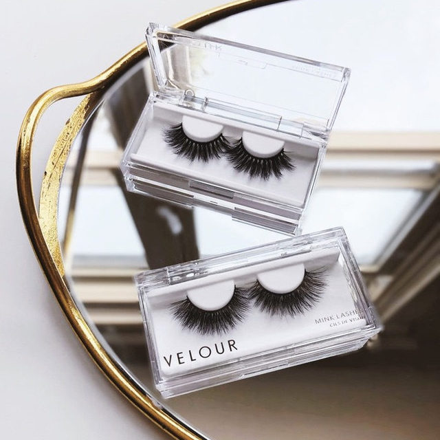 Are lashes your finishing touch on a look, or do you have them on before finishing the rest of your complexion? 🤔  Well, in whatever order you prefer to apply your lashes, just remember we got you covered here at Velour 😘❤️ Tap to get your lash fix! Or shop your lash cravings at any of the retailers listed down below: 🇺🇸 @sephora 🇨🇦 @sephoracanada 🇺🇸 @ultabeauty 🇬🇧 @bootsuk 🇨🇦 @hudsonsbay 🇦🇺 @sephoraaus 🇳🇿 @sephoranz 🇦🇪 @sephoramiddleeast 🇭🇰 @sephorahk 🇸🇬 @sephorasg 🇲🇾 @sephoramy 🇵🇭 @sephoraph  #VelourBeauty #VelourLashes #LiveInLashes #Sephora #UltaBeauty #BootsUK #HudsonsBay