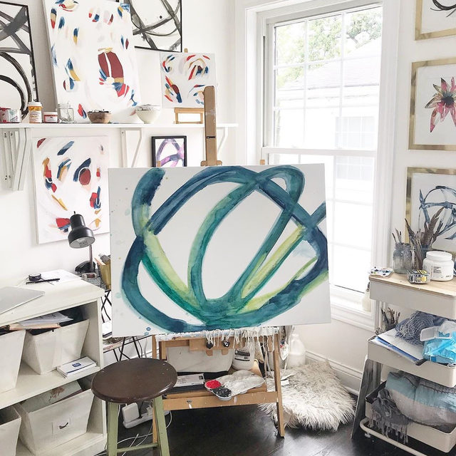 In the studio with #MintedArtist @marygasparart. How inspiring is her corner? 💖