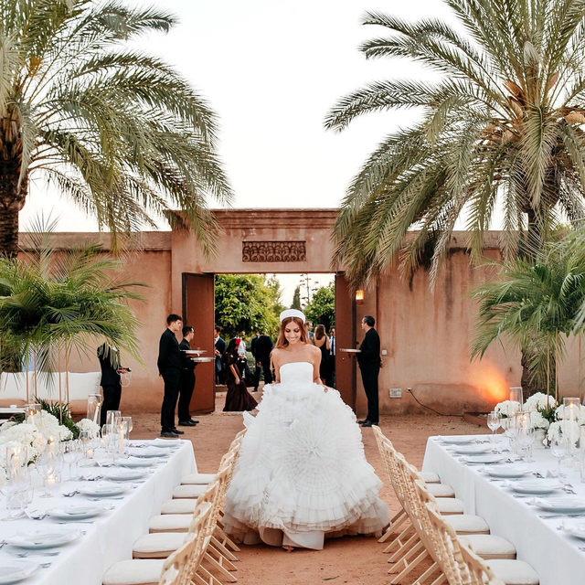 Fairytale weddings don't exi— Except they do, and this bride's wedding in Spain is all the proof we need. 🌟 Head to the #linkinbio to see the party that's straight out of an old Hollywood film (which is exactly how the bride intended her big day to be). 💫 #WeddingOfTheDay | 📸: @volvoreta 📋: @bodasdelsur 💐: @lagaleriajesusfuertes 👰🏼: @anabelmaldonado