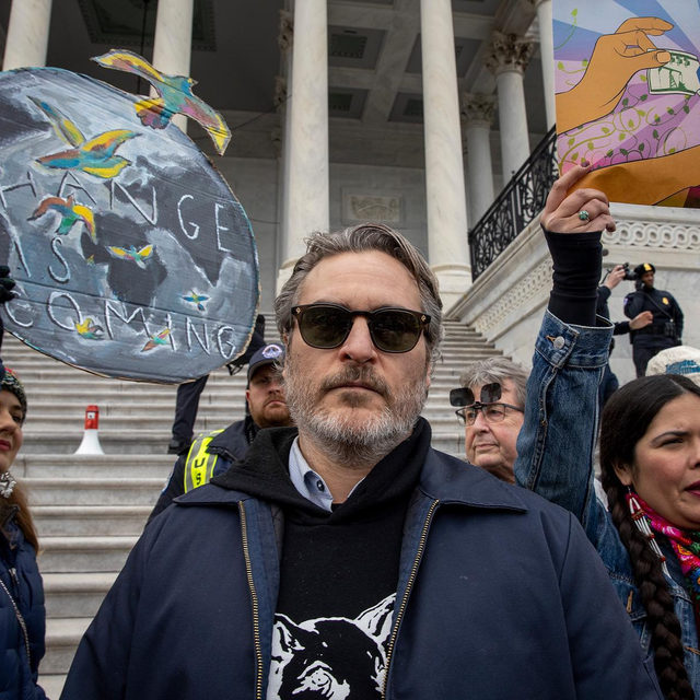 @JaneFonda's celebrity protest squad continues to grow, with Joaquin Phoenix and Susan Sarandon joining the ranks this week. Head to the #linkinbio for a comprehensive list of stars who have participated in the #FireDrillFriday protests in Washington, DC.