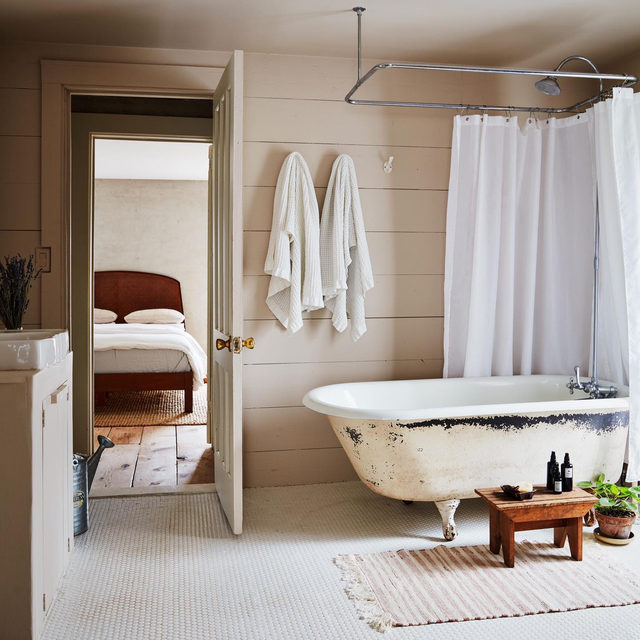 """When @saramaezandi and Sohail Zandi of @brushlandeating purchased a 19th-century former factory, the insulation was exposed in the bathroom, but the couple saw potential, and ended up salvaging the original tub. 🛀 """"We bathed and brushed our teeth in that tub for a long time,"""" Sohail jokes since the renovation—which they did mostly themselves while they were living there—took four years ⌛️ See more of the #beforeandafter 👉link in bio 📸 by @timlenzphoto and @christianharder ✍️ by @atthecrosswalk"""