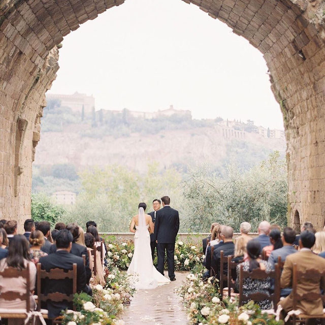 This bride is a popular wedding planner, so trust us, she pulled out ALL the stops for her own big day. 🤩Head to the #linkinbio for a party in Italy that's overflowing with flowers, pretty wedding details and a whole lot of love. 💕 #WeddingOfTheDay | 📸: @kurtboomerphoto 📋 and 👰🏻: @jacquelinehallgarth 💐: @jannabrowndesignco