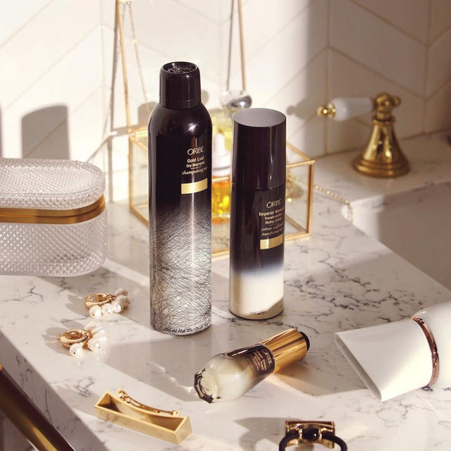 Q: how can I refresh my second day hair? A: we recommend using @oribe's Restyling Spray + Gold Lust Dry Shampoo to revive your locks leave your hair smelling great + feeling super smooth 💁♀️ - link in bio to shop
