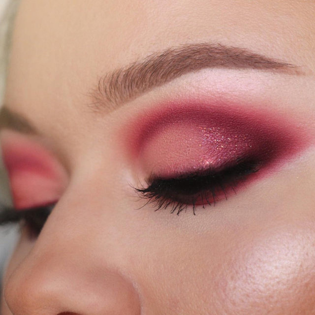 How has 2020 been treating y'all so far Velour Fam? We're wishing it's been a blessed January. 🥰  @that_mua_ashley started off the year in this barbie pink cut crease, paired with Poker Face from the Minimalist Collection. ✨ Tap to shop the look ✨  #VelourLashes #VelourBeauty #LiveInLashes
