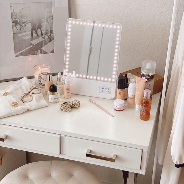 don't let bad lighting ruin your look 🙅♀️ rikilovesriki's Riki Skinny Mirror gives you the perfect natural lighting every time + has a phone attachment so you can record or follow along with beauty tutorials - shop with link in bio <rg: alisaarusso>