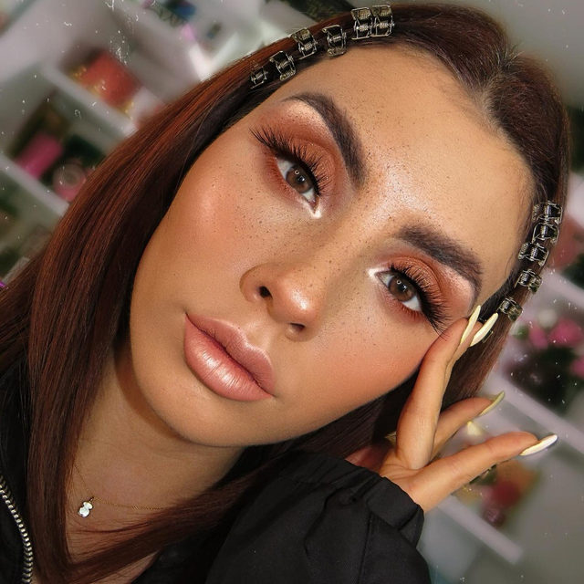 COFFEE ☕️ FRECKLES! ❤️ @caro_losada has us feeling woke already with these fresh freckles and Flawless from our Luxe Faux Mink collection. ✨ Tap to shop the look, our Luxe Faux Mink collection is available online & in-store @ultabeauty and @bootsUK ✨  #VelourLashes #VelourBeauty #LiveInLashes #UltaBeauty #LuxeFauxMink #BootsUK #CrueltyFree #LashSquad