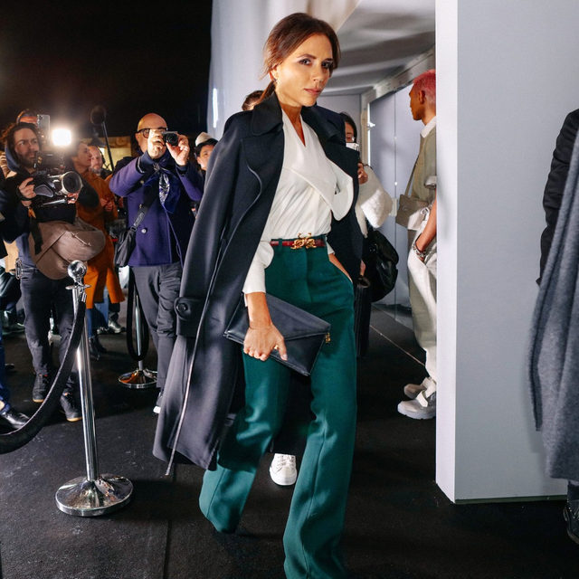 Sometimes the best style is seen outside the season's biggest runway shows—just ask @victoriabeckham. Tap the link in our bio to keep up with all the best street style during Fall 2020 menswear. Photographed by @mrstreetpeeper.