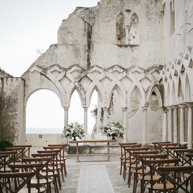 The best weddings come from doing the unexpected. ✨✨ Head to the #linkinbio for the 9 most unique places to tie the knot in 2020 (straight from the biggest wedding pros!). | #regram: @evergreen_film and @italiacelebrations