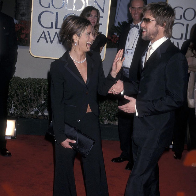 2002 vs 2020: #BradPitt and @JenniferAniston both took home #SAGAwards tonight, but it was what happened after they gave their acceptance speeches that has the Internet ablaze. Tap the link in our bio for more on the Hand Grab Heard 'Round The World (then and now).