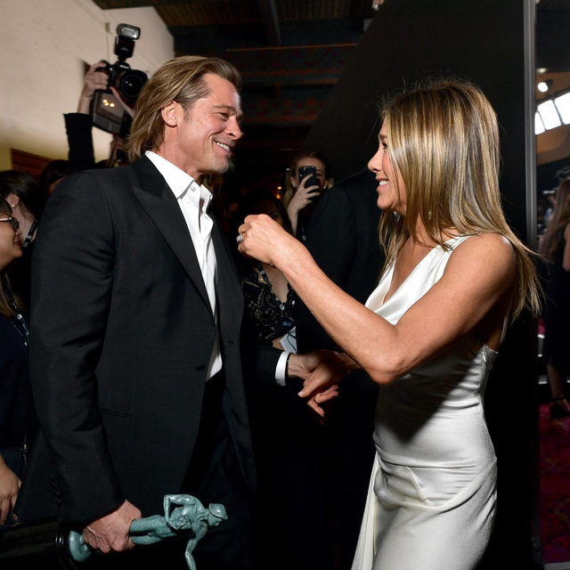 The #SAGAwards took place yesterday night in Los Angeles: honored with individual awards were amazing #BradPitt and #JenniferAniston, respectively awarded as Oustanding performance by a male actor in a supporting role ('Once Upon A Time In Hollywoord') and Outstanding performance by a female actor in a drama series ('The Morning Show'). Do you agree? See all the winners via link in bio.