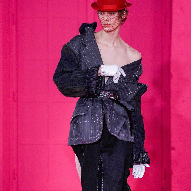 And @LeonDame did it again! Swipe to watch the video of his amazing appearance at the @MaisonMargiela Artisanal Co-Ed Show by @JGalliano in Paris. See every look of the Collection at the link in bio. #MaisonMargiela