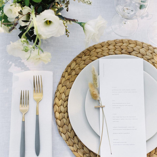 The art of thoughtful simplicity from @callistaandco and @emblemflowers with our #tuscanylinen in White 🍽️ Photo @andrewandada featured on @stylemepretty #latavolalinen #transformyourtable #pasorobles #californiawedding #linen #naturallinen #whitewedding #linenlife #weddingdetail #weddingdesign #santabarbara #centralcoast